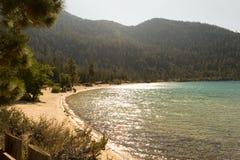 Strand bij Zandhaven in Meer Tahoe stock foto's