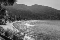Strand bij Zandhaven in Meer Tahoe stock afbeelding