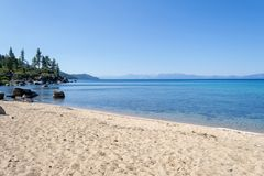 Strand bij Zandhaven in Meer Tahoe royalty-vrije stock foto's