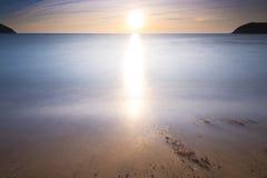 Strand bij zonsondergang Royalty-vrije Stock Foto