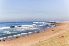 Strand Blauwe Oceaankustlijn Royalty-vrije Stock Foto
