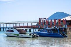 Strand in Bunaken-Insel in Madnado, Nord-Sulawesi lizenzfreie stockfotos