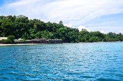 Strand in Bunaken-Insel in Madnado, Nord-Sulawesi stockbilder