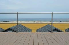 Strand-Bungalow-Dachspitzen Lizenzfreie Stockfotos