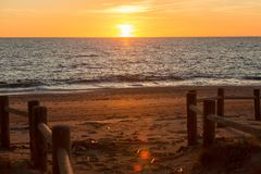 Strand Cabo De Gata während des Sonnenuntergangs stockfotos