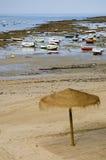Strand in Cadiz auf niedrigen Gezeiten Stockbilder