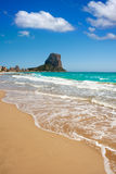 Strand Calpe Alicante Arenal Bol mit Penon de Ifach Stockbilder