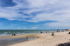 Strand in Cha Am in Thailand Royalty-vrije Stock Foto's