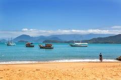 Strand in de het noordenkust van de staat van Sao Paulo in Brazilië, Zuid-Amerika Stock Fotografie