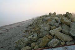 Strand in de mist Stock Afbeelding