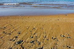 Strand in Denia, Spanien, bei Sonnenaufgang lizenzfreies stockfoto