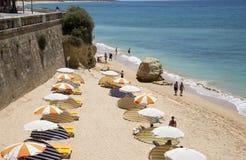 Strand in der Algarve-Region von Portugal lizenzfreie stockfotos