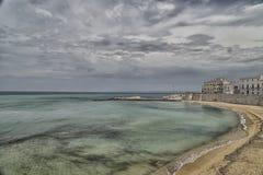 Strand der alten Stadt von Gallipoli (Le) Stockfotos