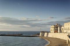 Strand der alten Stadt von Gallipoli (Le) Stockbilder
