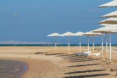 Strand an der Dämmerung Lizenzfreie Stockfotos