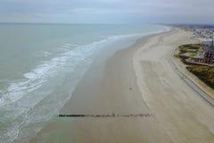 Strand an der Küste lizenzfreie stockfotos
