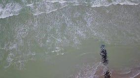 Strand an der Küste stock video