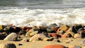 Strand der Ostsee mit Brandung auf Kieseln stock video footage