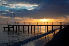 Strand in der Sonnenaufgangzeit Der Strand am Sonnenuntergang stockbild