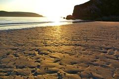 Strand dichtbij Durness, Sutherland, Schotland bij zonsondergang royalty-vrije stock fotografie