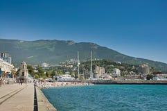 Strand dichtbij haven Yalta Royalty-vrije Stock Fotografie