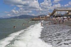 Strand dichtbij het voortbewegingsdepot in toevluchtregeling Adler, Sotchi Stock Foto's