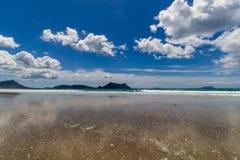 Strand dichtbij Marsden-Punt, het Noordeneiland, Nieuw Zeeland stock foto
