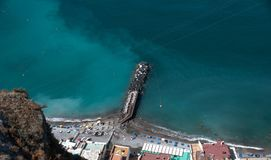 Strand door Meta dorp van het Schiereiland van Sorrento Stock Afbeeldingen