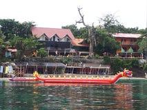 Strand Dragon Float lizenzfreie stockfotos