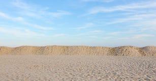 Strand, dyner och Sky Royaltyfri Bild