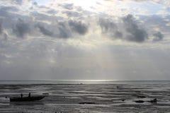 Strand efter en storm Arkivbild