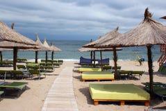 Strand eines alles einschließlichen Hotels Stockbild