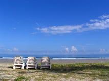 Strand en blauwe hemel Royalty-vrije Stock Afbeeldingen