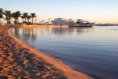 Strand en boten Royalty-vrije Stock Foto's