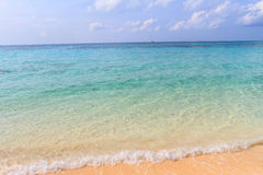 Strand en hemel een mooi tropisch eiland in Thailand Stock Fotografie