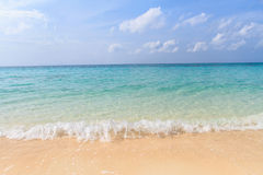 Strand en hemel een mooi tropisch eiland in Thailand Royalty-vrije Stock Fotografie