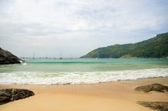 Strand en het overzees op de horizon Royalty-vrije Stock Afbeeldingen
