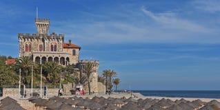 Strand en kasteel van Estoril, Portugal royalty-vrije stock foto