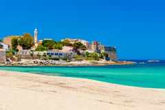 Strand en Kustlijn van Algajola Corsica royalty-vrije stock afbeelding