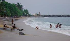Strand en overzees in regenachtige dag royalty-vrije stock foto's