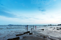 Strand en toeristen Stock Foto's