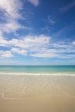 Strand en tropische overzees Royalty-vrije Stock Foto's