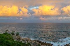 Strand en zonsonderganghemel Royalty-vrije Stock Fotografie