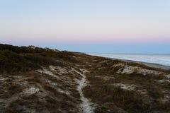 Strand en zonsonderganghemel Stock Foto