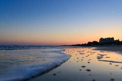 Strand en zonsonderganghemel Stock Foto's