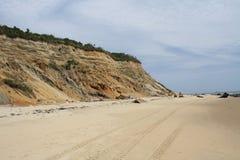 Strand entlang den Klippen Stockbild