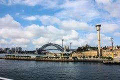 Strand för bro för port för folk för livsmiljö för hus för byggnad för ho för lagun för förälder för siktsSydney Australia härlig  Royaltyfria Foton