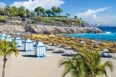 Strand för El Duque på Costa Adeje kanariefågelöar spain tenerife royaltyfri bild