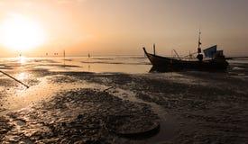 Strand för havslandskapsoluppgång Royaltyfri Foto