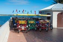 Strand-Fahrräder für Miete Stockfotos